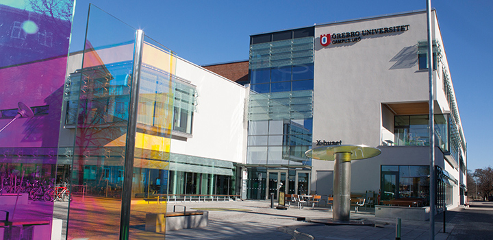 Photo of the main entrance at Campus USÖ