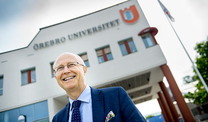 Vice-Chancellor Johan Schnürer in front of Örebro University