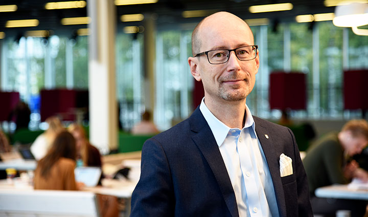 Magnus Lodefalk is a docent and senior lecturer in economics at Örebro University School of Business and a researcher at the Ratio Institute, Stockholm.