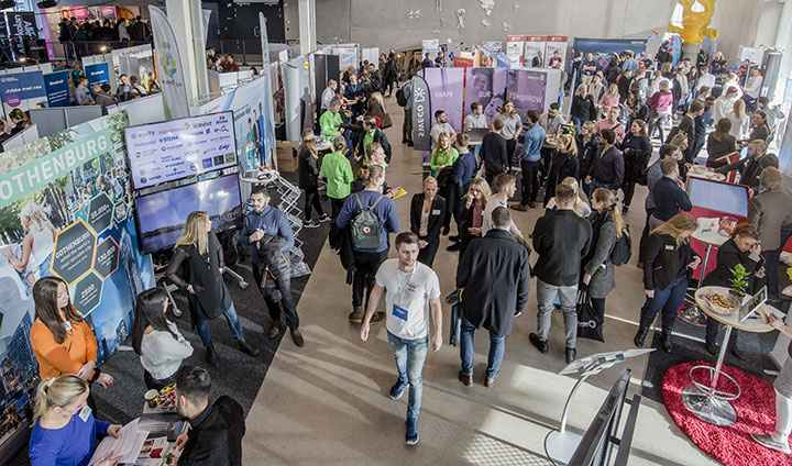 Exhibitors and students at Campusmässan.