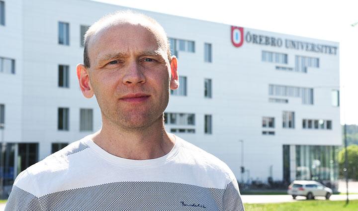 Magnus Boström utan för Örebro universitet