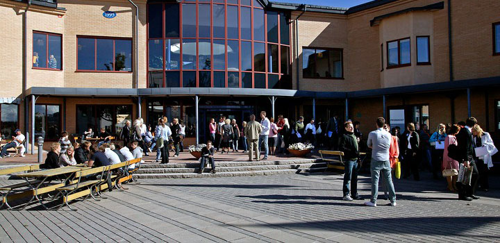 People at campus Örebro.