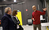 Peter Wallenberg Jr and Sara Mazur being shown around Örebro University.
