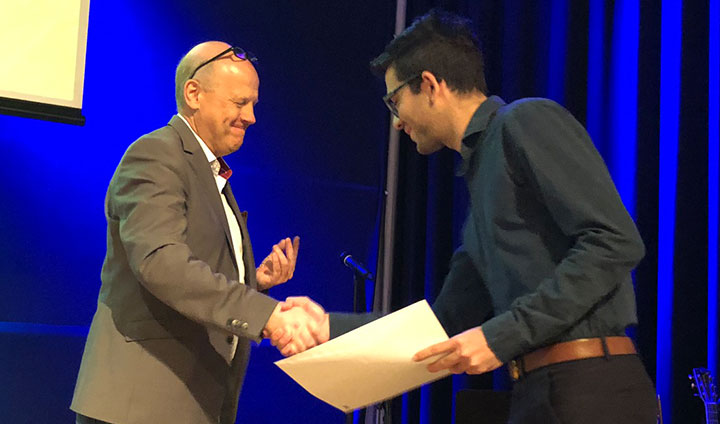Nikolaos Karagkiozis receives his certificate from Åke Strid, pro vice-chancellor for internationalisation.