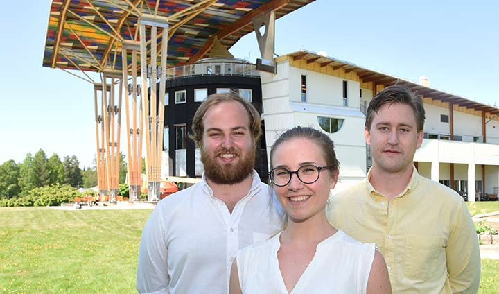 Markus Ekman, Amanda Olsson and Carl Klasén in front of the School of Hospitality, Culinary Arts and Meal in Grythyttan.